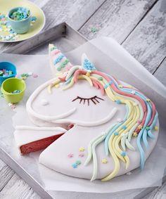 Unicorn cake: sweet recipe for children's birthday cake kids … - Kuchen Ideen Birthday Cakes For Women, Birthday Cake Girls, Unicorn Birthday, Canned Blueberries, Scones Ingredients, Zucchini Cake, Salty Cake, Chocolate Covered Pretzels, Macaron