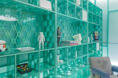 New York designer Daniel Arsham and gallery Friedman Benda have installed a green box to launch futuristic furnishings at this year's Design Miami. Atlanta Art Museum, Japanese Tea House, New York Galleries, Celtic Art, Celtic Dragon, Florida City, Cabinet Of Curiosities, Green Box, Long Time Friends
