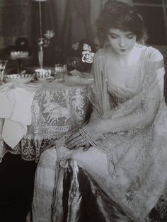 The First Lady of the Silent Screen – 25 Stunning Black and White Portraits of Lillian Gish in the ~ vintage everyday Antique Photos, Vintage Photographs, Vintage Images, Vintage Pictures, Belle Epoque, Paris Chic, Vintage Glamour, Vintage Beauty, Vintage Fashion