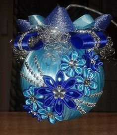 Creative Hobby That Make Money - - Types Of Hobby - Hobby Horse Riding - - Hobby Ideen Quilted Christmas Ornaments, Christmas Cover, Fabric Ornaments, Christmas Ribbon, Beaded Ornaments, Handmade Ornaments, Christmas Baubles, Handmade Christmas, Christmas Crafts