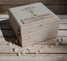 Χειροποίητο Κουτί Ευχών από ξύλο ζωγραφισμένο στο χέρι. Δυνατότητα επιλογής χρωμάτων και θέματος. Διαστάσεις 30cm * 30cm * 18cm  https://www.facebook.com/BabisManetas
