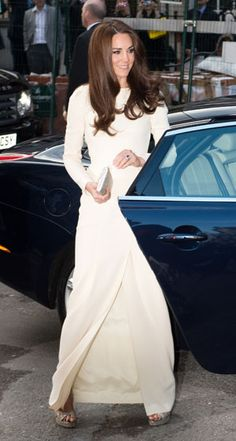 Kate Middleton got on the high-slit bandwagon at a dinner at Claridge's in a stunning white Roland Mouret gown.