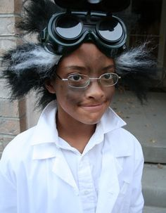 Lots of inspiration, diy & makeup tutorials and all accessories you need to create your own DIY Mad Scientist Costume for Halloween. Mad Scientist Halloween Costume, Diy Halloween Costumes, Spooky Halloween, Cool Costumes, Halloween 2015, Costume Ideas, Halloween Hair, Halloween Ideas, Family Costumes