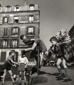 By Robert Doisneau - Ménilmontant, Paris - 1950
