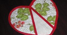 Feito por mim!!!              Pegador de panela em formato de coração   Confeccionado em tecido 100% algodão, contorno em viés, quiltado, r...