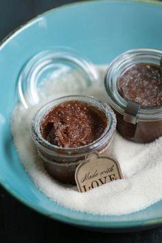 Best Edible Lip Scrub Recipes, check it out at http://makeuptutorials.com/diy-lip-scrub-recipes/