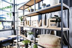 Bellevue - Café - Restaurant - Bar - Interior Design - Studio Yaya - Jacob Mayer-Voigt - Regal (Stahl, Holz)