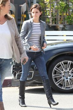Dress Like Emma: casual look inspired by a 2012 candidOUTFIT N°1 Wow Sweat Blazer - €29.95Striped Button Back T-Shirt - £28.00FAHRENHEIT Stu...