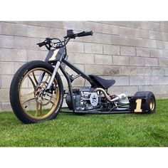 The ultimate 'drift machine'. have you got what it takes to hang on? You just can't beat a purpose built custom SkullyBloodrider. Drift Trike Frame, Drift Trike Motorized, Custom Trikes, Trike Motorcycle, Kids Ride On, Pedal Cars, Mini Bike, Bike Design, Go Kart
