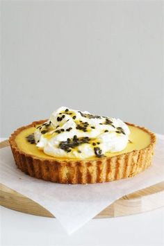 Can someone please tell me how to safely remove the tart from the still-very-hot tart tin, while wearing clumsy oven gloves, without burning oneself, and catching the falling tart no matter how carefu
