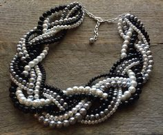 CAÍDA venta collar negro blanco gris perla trenzado Cluster en la cadena de oro o plata de haileyallendesigns en Etsy https://www.etsy.com/mx/listing/290713591/caida-venta-collar-negro-blanco-gris
