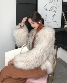 Cropped Raccoon fur jacket, made of premium Raccoon fur with a soft, glamourous touch. Pure hand knitted, excellent fur piece by crafted workmanship. Fur Coat Fashion, Knit Fashion, Fashion Outfits, Furry Girls, White Fur, Japanese Beauty, Fox Fur, Fur Jacket, Fur Coats