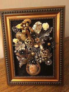 Vintage Jewelry Crafts, Old Jewelry, Jewelry Art, Jewelry Ideas, Beaded Jewelry, Arts And Crafts, Diy Crafts, Costume Jewelry, Framed Art