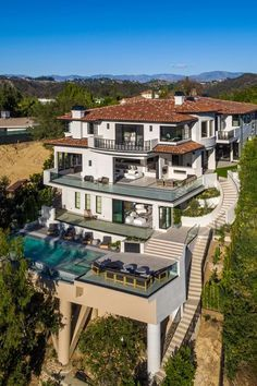 40 Stunning Mansions Luxury Exterior Design Ideas can find Luxury houses and more on our Stunning Mansions Luxury Exterior Design Ideas Dream Home Design, Modern House Design, Future House, Dream Mansion, Dream Homes, Bel Air Mansion, Design Exterior, Modern Mansion, Mansions Homes