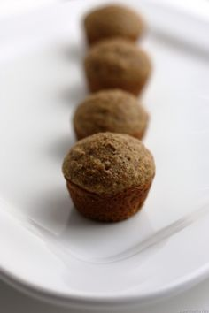 Everybody loves these breakfast muffins! They're super moist, flavorful and loaded with bran and oats. No flour at all! Yield : Makes 16 muffins (each serving, 1 muffin) Smartpoints : … Super Healthy Kids, Healthy Snacks For Kids, Healthy Dinner Recipes, Kid Snacks, Healthy Eats, Honey Bran Muffins, Mini Muffins, Vegan Muffins, Breakfast Muffins