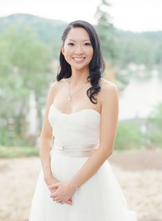Elegant + classic Oregon bride: http://www.stylemepretty.com/oregon-weddings/lake-oswego/2015/12/15/elegant-botanical-inspired-oregon-wedding/ | Photography: Twah Dougherty - http://twahdougherty.com/