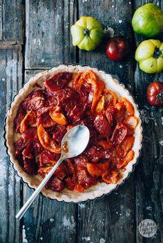 Wil je ook de perfecte quiche maken? Ooit heb ik een week alleen quiches gebakken! Tips & trucs vind je dus hier + het heerlijke recept voor tomaten quiche!