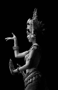 Apsara- beautiful dancing ladies of the Khmer people in Cambodia. Travel to Siem Reap to see the temples with sculpture of these stunning women. Shall We Dance, Lets Dance, Danza Tribal, Thai Art, Dance Movement, Angkor, Dance Art, Dance Photography, People Of The World