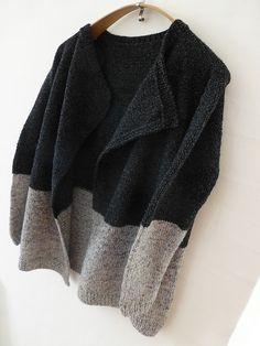 Ravelry: Ulla1's Lone's cardigan bonne idée quand on n'a pas assez de laine.