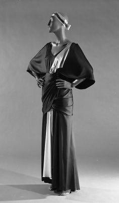 "The Metropolitan Museum of Art - ""Emperial Crown"" (jacket); ""Tonight or Never"" (dress) Elizabeth Hawes  (American, 1903–1971)   Date: spring/summer 1934 Culture: American Medium: silk Foto"