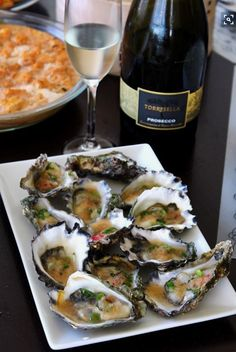 Oysters are rich with zinc and ginger helps boost immunity, so try these Oysters with Thai Lime and Ginger Dressing for your next dinner party appetizer (dinner party drinks) Fish Recipes, Seafood Recipes, Asian Recipes, Cooking Recipes, Healthy Recipes, Dinner Party Appetizers, Appetizer Recipes, Oyster Recipes, Gastronomia