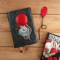 Pennywise set for book lovers / Stephen King / IT inspired set