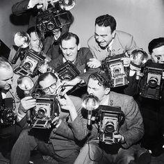 oneliners Photographers | #photographers #photographes #oldcamera #landcamera #filmcamera #vintagecamera #oldie #oldschool #journalistes #antique #camera #cameras #cameraporn #camara #camaras #film #vintagestyle #vintage #retro #reporters #cameramen #press #presse