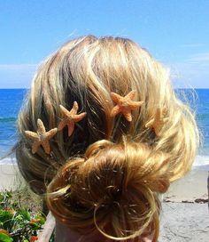 Casual beach hair with starfish hair clips. Summer Hairstyles, Weave Hairstyles, Pretty Hairstyles, Wedding Hairstyles, Sweet Hairstyles, Beachy Hair, Mermaid Hair, Mermaid Makeup, Loose Waves