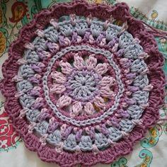#littlespringmandala #parisdrops #crochetmandala #crochetaddict #crochetgeek #crochetlove #crochet by elvineamira