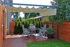protection-solaire-terrasse-bois-pelouse-jardiniere