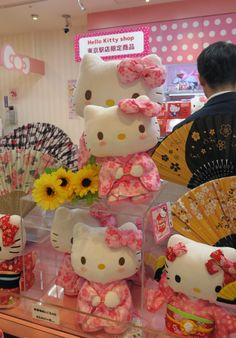 Look at how pretty Hello Kitty is!