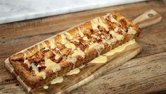 Rudolph's Bakery |  er een soepel deeg van. Duw het deeg in de vorm. Appelkaneelvulling Verwarm de oven voor op 180 ºC. Schil de appels, verwijder het klokhuis en snijd in...