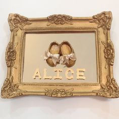 Instagram media babydeluxeenxovais - Para a chegada da Princesa ALICE... Porta Maternidade Sapatinho de Boneca. Lindooo!!! #babydeluxe#portamaternidade#chegadadeboneca#princess#Alice#chegadadebebe
