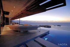 + Arquitetura :   Que tal uma visão dessas? Esse é um projeto da SAOTA e Antoni Associates, para uma casa localizada na Cidade do Cabo (África do Sul).