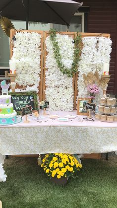 Floral back ground for a perfect neutral baby shower theme Baby Shower Themes, Neutral, Rustic, Table Decorations, Country, Floral, Furniture, Home Decor, Country Primitive