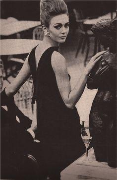 Vogue Paris Original 1200 by Pierre Cardin Helmut Newton, Pierre Cardin, 1960s Fashion, Vintage Fashion, Vintage Style, High Fashion, Hippie Look, Facon, Vintage Beauty
