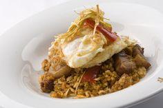Migas con huevos fritos, pimientos y panceta   Parador de Jarandilla