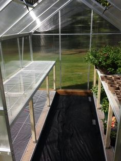 4 Easy Steps to Set-Up Your Own Backyard Aquaponics System - Tools And Tricks Club 6x8 Greenhouse, Greenhouse Shelves, Cheap Greenhouse, Greenhouse Gardening, Greenhouse Ideas, Outdoor Greenhouse, Portable Greenhouse, Greenhouse Wedding, Greenhouse Benches