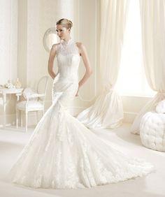 O rochie de mireasă maiestuoasă, cu un croi de sirenă cu proporţii perfecte şi detalii cu dantelă preţioasă: http://www.cristalmariage.ro/colectia-2014/la-sposa/colectia/idelisse