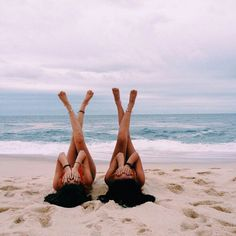 ideas yoga poses beach friends for 2019 Beach Photography Poses, Beach Poses, Summer Photography, Cute Beach Pictures, Summer Pictures, Sister Beach Pictures, Summer Family Photos, Beach Friends, Best Friend Pictures