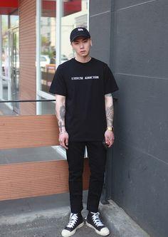 Stylish Caps, Stylish Men, Men Casual, Korean Fashion, Mens Fashion, Fashion Outfits, Outfits With Hats, Casual Street Style, Mens Clothing Styles