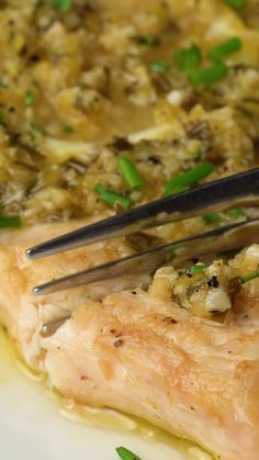 Garlic Lemon Swordfish Healthy, Easy, Flavorful fish is yours for dinner in just minutes. Baked Swordfish, Swordfish Recipes, Salmon Recipes, Seafood Recipes, Healthy Dinner Recipes, Cooking Recipes, Cooking Fish, Paleo Fish Recipes, Mexican Recipes