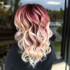 Razzzzberry pazazzzz This color is so yummy!!! I used Schwarzkopf 6/89 at her roots and melted it into her blonde.Also used Brazilian bond builder in all me products! Then I used @hottoolspro new angles curl bar, it helped me produce beautiful luscious curls✨✨✨✨