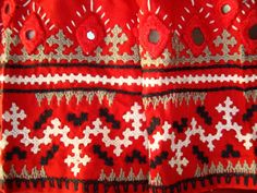 kutchwork on red blouse-closeup border Hand Embroidery Dress, Kurti Embroidery Design, Indian Embroidery, Embroidery Patterns, Embroidery Blouses, Embroidery Works, Creative Embroidery, Kids Blouse Designs, Hand Work Blouse Design