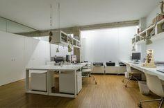 Ideas de #Estudio, estilo #Contemporaneo color  #Marron,  #Blanco, diseñado por ADDEC arquitectos  #CajonDeIdeas
