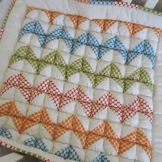 Ziggy Baby Puff Quilt - I love these kind of quilts, they look so cozy. Gingham Quilt, Chevron Quilt, Diy Craft Projects, Sewing Projects, Biscuit Quilt, Puffy Quilt, Baby Puffs, Amy Butler Fabric, Half Square Triangle Quilts