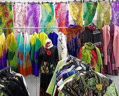 """Аксессуары и одежда ручной работы от YAGA. Яга вещи всегда уютные и комфортные, а еще они невероятно живописные! Приходите полюбоваться, примерить, купить в галерее """"Подарки"""", Москва, ул. Старый Арбат, 24.  Предъявителю поста или промокода Yaga_2018_Yarko скидка 10%  #одежда #одеждаручнойработы #одеждахендмейд #handmade #шарфы"""