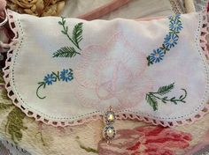 Shabby chic purse on etsy. Shop: Dreamcatcherquilts $60