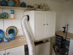 Great DIY spray booth from a cupboard Ceramic Workshop, Ceramic Studio, Air Brush Painting, Diy Painting, Paint Booth, Studio Equipment, Studio Organization, Hobby Room, Garage Workshop