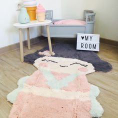 Zauberhafter kleiner Teppich für kleine Kinderzimmer - und wunderbare Nachtlämpchen über www.meinekleineliebe.de